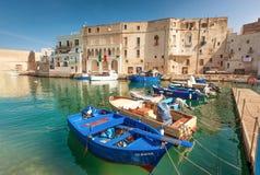 Шлюпки гавани Monopoli, Апулия, Италия Стоковые Фотографии RF