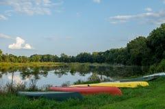 Шлюпки на банке озера Стоковая Фотография