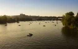 Шлюпки на Влтаве в Праге Стоковые Фотографии RF