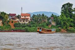 Шлюпки на Меконге, Luang Prabang в Лаосе Стоковая Фотография RF