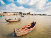 Шлюпки на реке в Sittwe myanmar Стоковые Фото