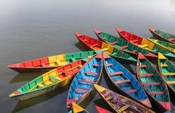 Шлюпки Непала деревянные в озере Pokhara Непале phewa стоковое фото rf