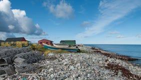 Шлюпки омара на скалистом пляже в Ньюфаундленде Стоковые Фотографии RF