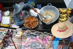шлюпки плавая рынок Стоковые Фотографии RF