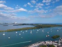 Шлюпки поставленные на якорь в Марине Майами стоковое изображение rf