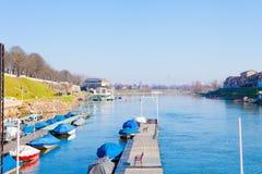 Шлюпки причаленные на реке Тичино в северной Италии стоковая фотография