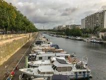 Шлюпки причалили в Bassin de l арсенале `, Париже, Франции стоковые фото