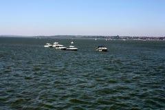 Шлюпки причалили на море Стоковые Фото