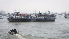 Шлюпки туриста и fisher гаванью акции видеоматериалы