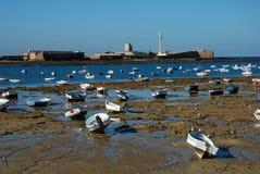 шлюпки cadiz пляжа стоковая фотография