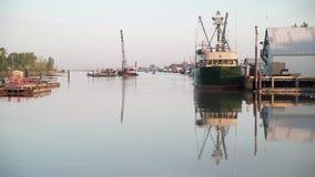 Шлюпки 4K UHD рыб гавани Steveston видеоматериал