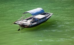 шлюпки traditonal въетнамские и плавая деревня около ба isl кота Стоковые Изображения RF