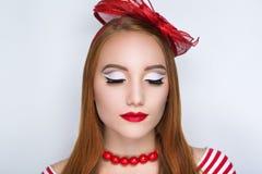 Шляпа красного цвета женщины Стоковая Фотография