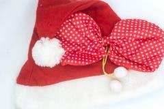 Шляпа на белой предпосылке, Санта Клаус Санта Клауса Стоковое Изображение RF