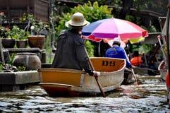 Шляпа поставщика рынка Бангкока плавая стоковая фотография