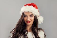 Шляпа Санты женщины рождества модельная нося красная Стоковое Изображение RF