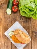 Шницель цыпленка на плюшке & x28; селективное focus& x29; Стоковое фото RF