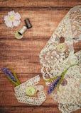 Шнурок и поток на деревянной предпосылке Стоковая Фотография RF