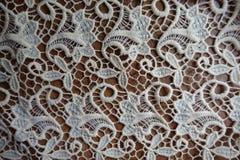 Шнурок цвета слоновой кости на деревянном столе Стоковые Изображения RF
