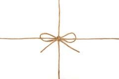 Шнур связанный в смычке на белизне стоковые фотографии rf
