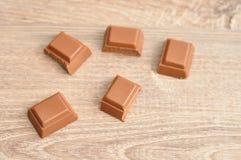 Шоколадный батончик шоколада сломанный в части Стоковые Фото