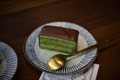 Шоколадный торт Maccha - квадрат стоковые изображения rf