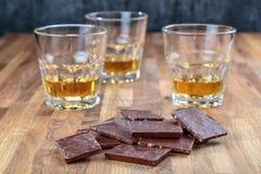Шоколад и виски стоковая фотография
