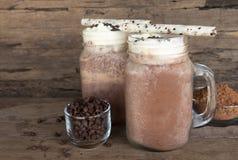 Шоколад и какао смешанные с smoothies молока на деревянном поле стоковые фото