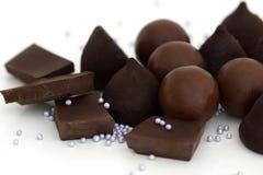 Шоколад и конфеты шоколада на белой предпосылке Стоковое Фото