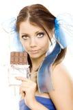 шоколад наслаждается отрезками провода девушки стоковое фото rf