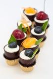 шоколад придает форму чашки mousse десерта Стоковые Изображения RF