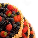 шоколад торта ягоды над белизной Стоковое Изображение RF