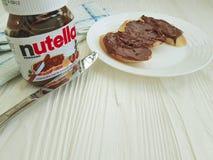 Шоколад фундука Украины Kiev10 марта 2018 Nutella очень вкусный на деревянном вкусном популярном сметанообразном обеде стоковое фото