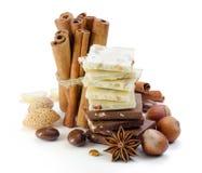 Шоколад, гайки, циннамон и анисовка. Специи. Стоковое Изображение RF