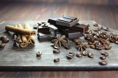 шоколад, зерна кофе, циннамон и anisetree Стоковое Изображение RF