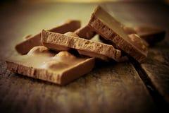 Шоколад на деревянном столе Стоковое фото RF