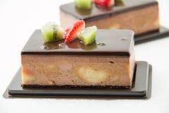 Шоколадный торт банана на белизне Стоковые Фото