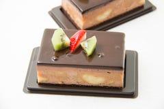 Шоколадный торт банана на белизне Стоковое фото RF