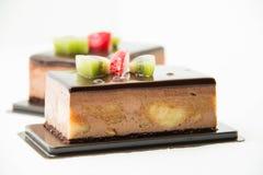Шоколадный торт банана на белизне Стоковые Изображения RF