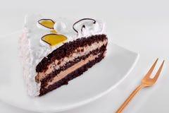 Шоколадный торт и взбитая сливк Стоковая Фотография RF