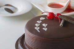 Шоколадный торт и вишня для конца-вверх влюбленности Стоковая Фотография RF