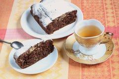 Шоколадный торт и зеленый чай Стоковое фото RF