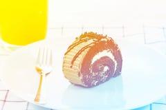 Шоколадный торт крена стоковые изображения