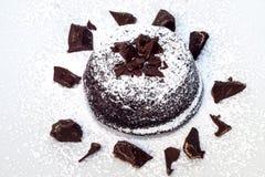 Шоколадный торт с мягким сердцем стоковые фотографии rf