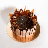 Шоколадный торт с посоленной карамелькой Стоковое фото RF