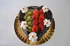 Шоколадный торт с плодоовощами Стоковое фото RF