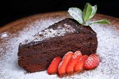 Шоколадный торт трюфеля с клубниками Стоковые Изображения