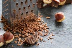 Шоколад при гайки заскрежетанные на терке Стоковое Изображение