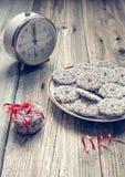 Шоколад рождества брызгает и красная лента Стоковое Изображение