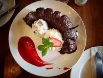Шоколад торта crepe банана с мороженым Стоковое фото RF